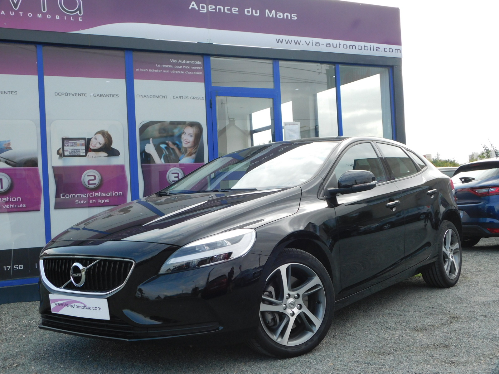 voiture volvo v40 d2 120 momentum business auto 4900km occasion diesel 2017 4900 km. Black Bedroom Furniture Sets. Home Design Ideas